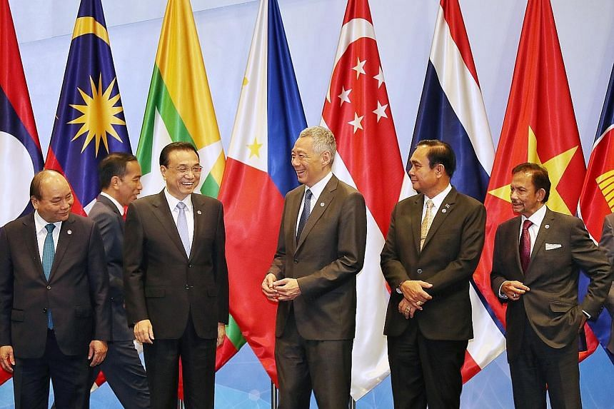 Prime Minister Lee Hsien Loong with (from left) Vietnamese Prime Minister Nguyen Xuan Phuc, Indonesian President Joko Widodo, Chinese Premier Li Keqiang, Thai Prime Minister Prayut Chan-o-cha and Brunei Sultan Hassanal Bolkiah at the Asean-China Summ