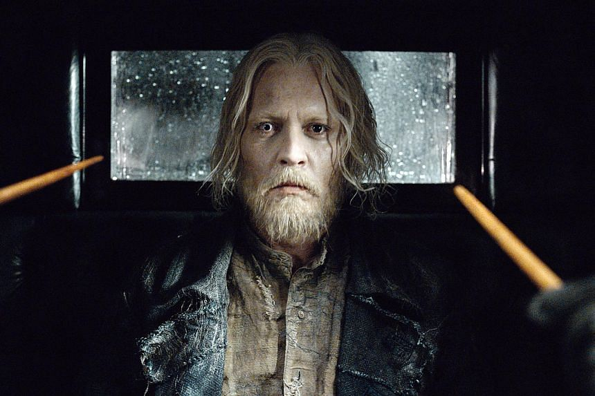 Grindelwald, while being transported in a flying paddy wagon pulled by a team of horse-bat hybrid creatures, attempts an escape.