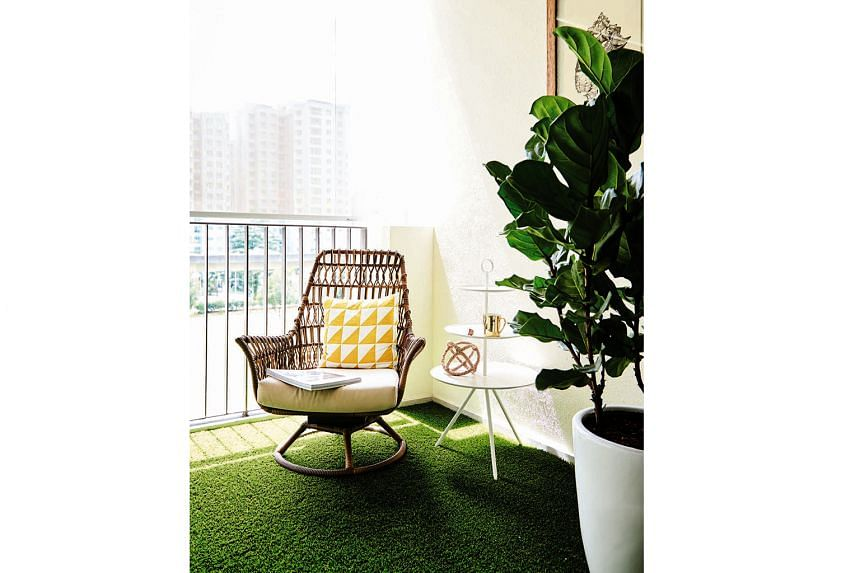 A rattan chair, a coffee table and a turf carpet (above) turn the balcony into a cosy nook for relaxing.