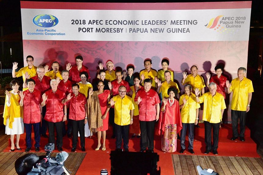Apec leaders pose for a photograph before during the Apec summit gala ginner in Port Moresby on Nov 17, 2018.