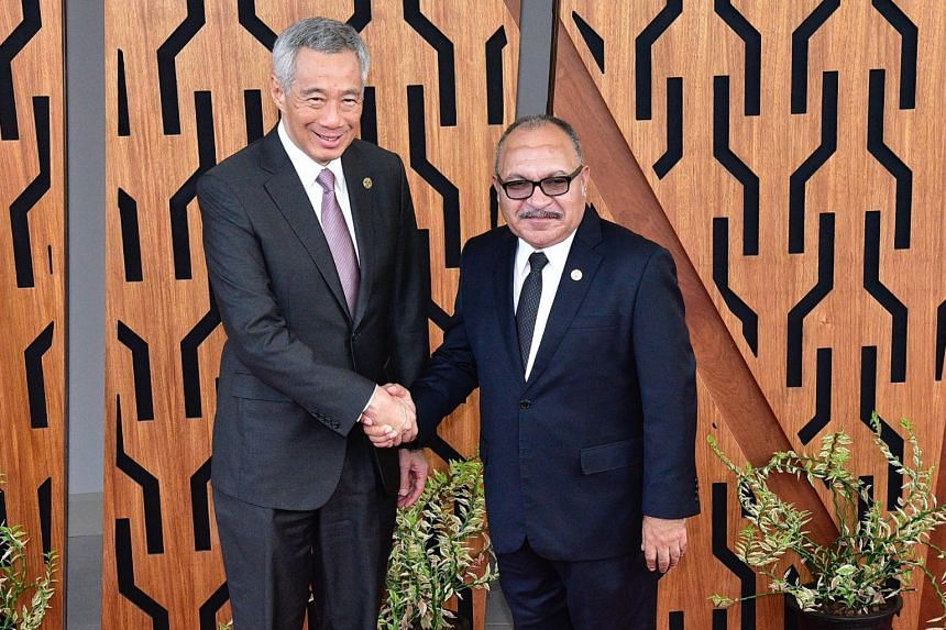 Prime Minister Lee Hsien Loong with his Papua New Guinean counterpart  Peter Charles Paire O'Neil at Apec Haus in Port Moresby on Nov 17, 2018.