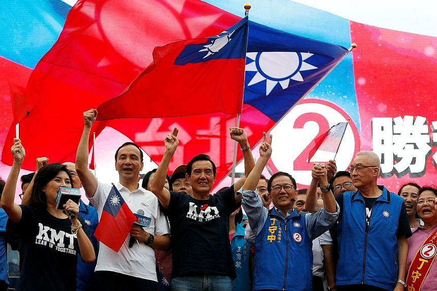 Dr Ting Shou-chung (third from right) and former president Ma Ying-jeou (third from left) at a campaign rally in Taipei on Nov 11.