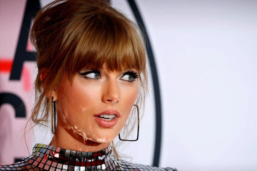 Taylor Swift signs new record deal with Universal Music Group