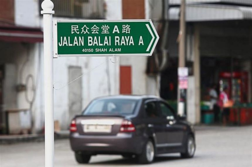 A photo of a road sign in Pekan Subang with Chinese characters had gone viral on social media, sparking heated comments and debates among many Malaysians.