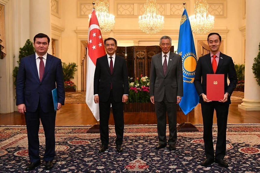(From left) Minister of Investments and Development of the Republic of Kazakhstan, His Excellency Zhenis Kassymbek, His Excellency Bakytzhan Sagintayev, Prime Minister of the Republic of Kazakhstan, Prime Minister Lee Hsien Loong and Senior Minister