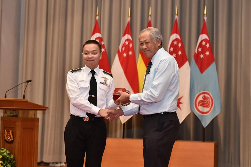 Minister for Defence Ng Eng Hen presenting the Singapore Armed Forces Overseas Service Medal to Commander of Combined Task Force 151, Colonel Saw Shi Tat, at Mindef on Nov 23, 2018.