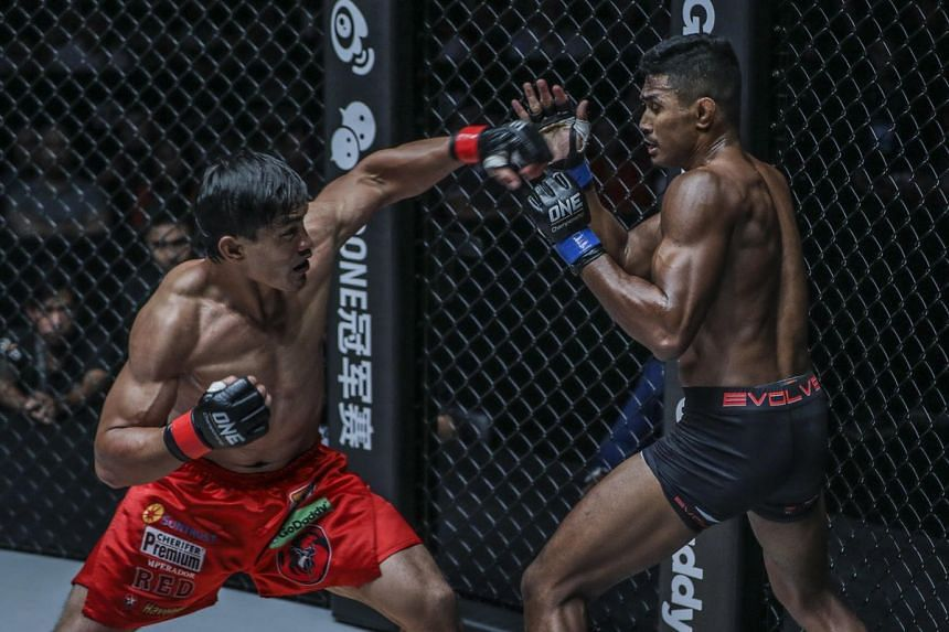 "Amir Khan (right) lost via unanimous decision to Eduard Folayang in his One Championship lightweight (up to 77kg) world title match at the ""Conquest of Champions"" event in Manila on Nov 24."