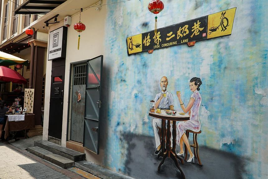One of the many murals that adorn Ipoh's alleys.