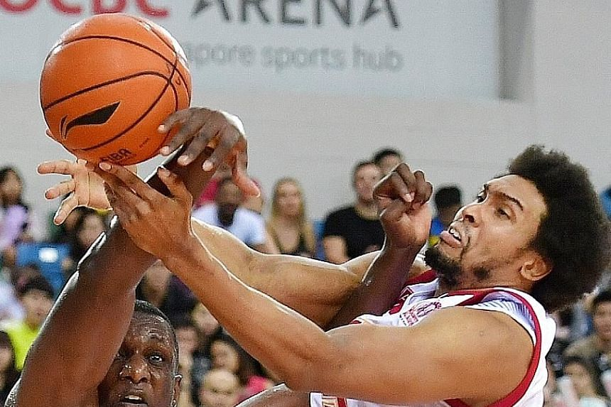 The Slingers' John Fields squaring off with the Dragons' Nnanna Egwu. Fields shot 84.6 per cent from the field for a game-high 25 points.