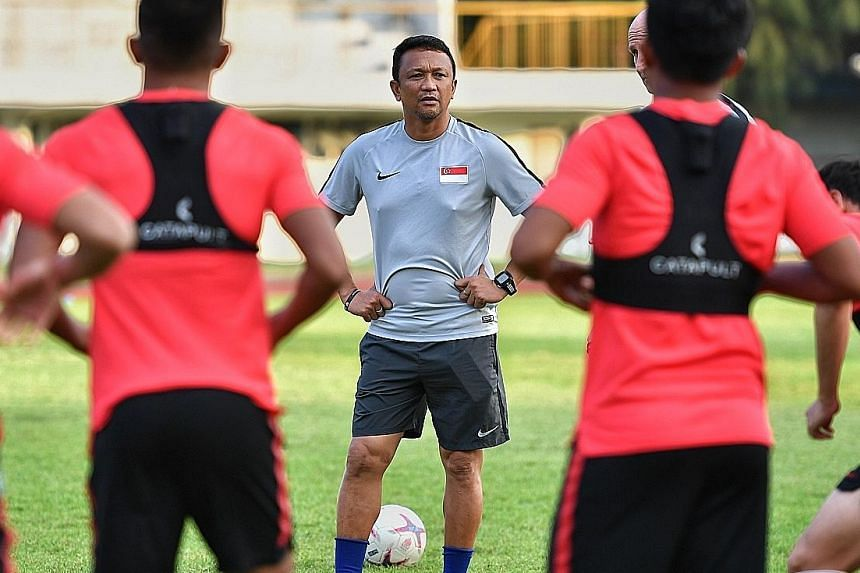 Fandi Ahmad at training last week in Bangkok before Sunday's final AFF Cup group game. He stressed that it was important for the Lions, who did not make the semi-finals, to train regularly together as a team.