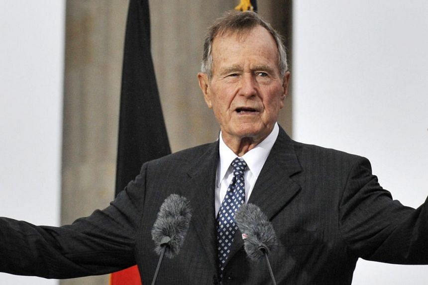 Former US president George Bush addresses guests during a ceremony to inaugurate the new US embassy building in Berlin on July 4, 2008.