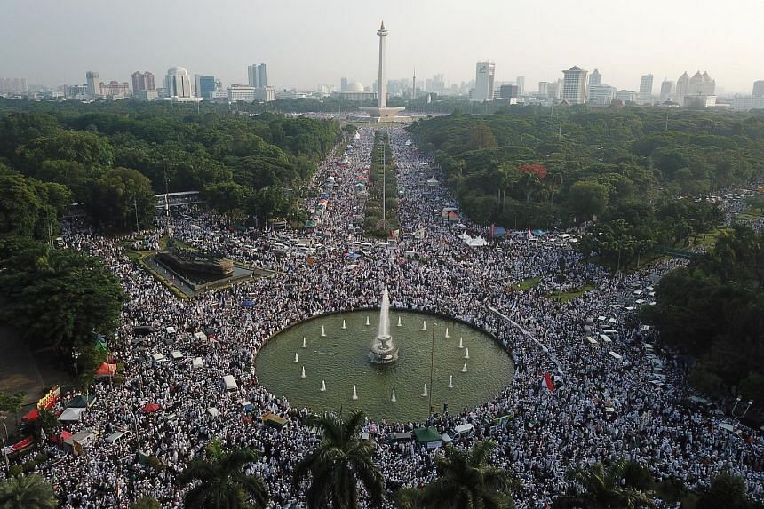Tens of thousands of Indonesian Muslims attended a rally at Jakarta's National Monument yesterday. It was also attended by former general Prabowo Subianto, who is seeking to topple President Joko Widodo in polls next year.
