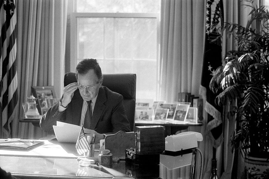 For most of his 94 years, handwritten notes had been Mr George H.W. Bush's preferred method of connecting with family members, friends, colleagues and foes.