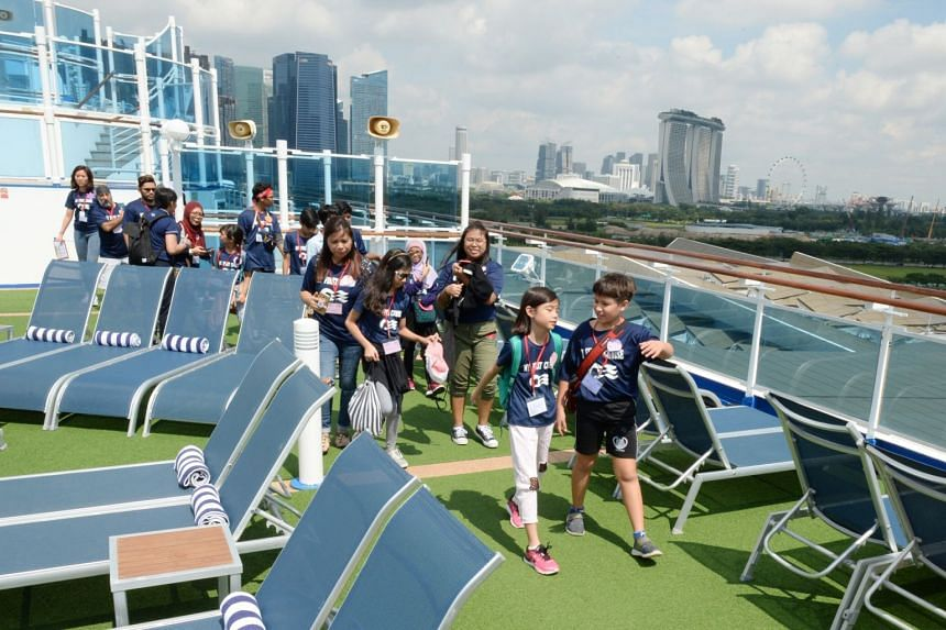 A visit to the pool deck.  PHOTO: LIANHE ZAOBAO