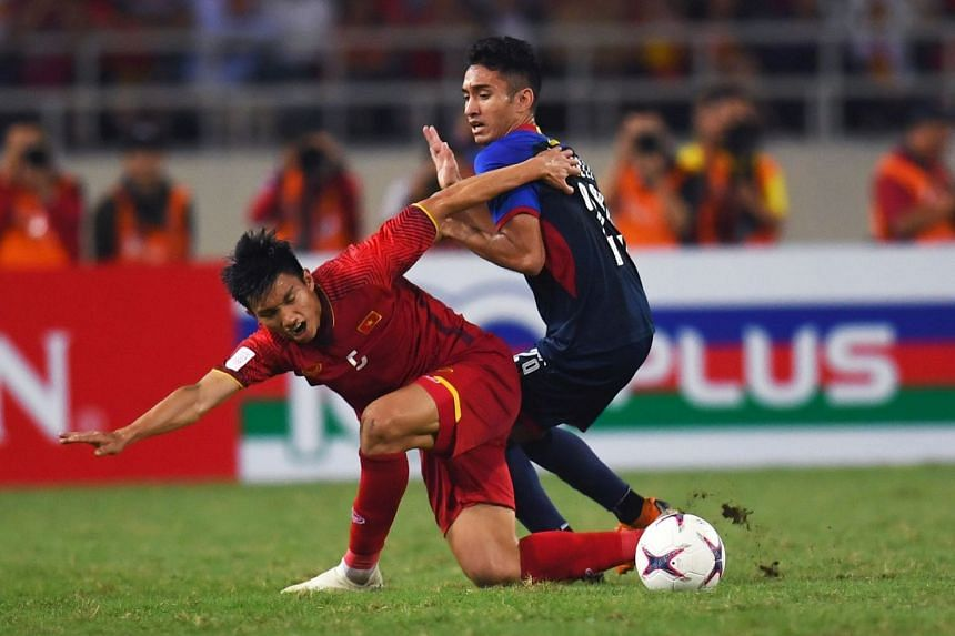 Vietnam midfielder Doan Van Hau and Philippines forward Patrick Reichelt fighting for the ball during the second leg of the AFF Suzuki Cup semi-final at the My Dinh Stadium in Hanoi on Dec 6, 2018.
