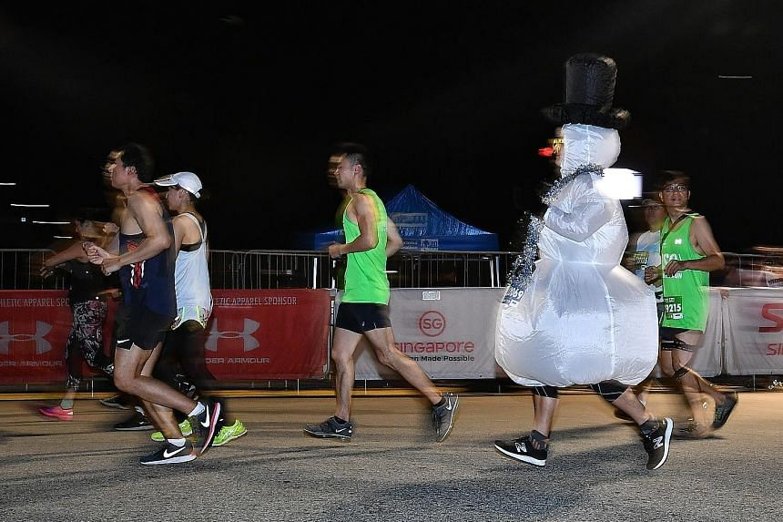 A runner in a Snowman costume complete with bowler hat gets into the Christmas spirit early and gives much-needed respite to others.