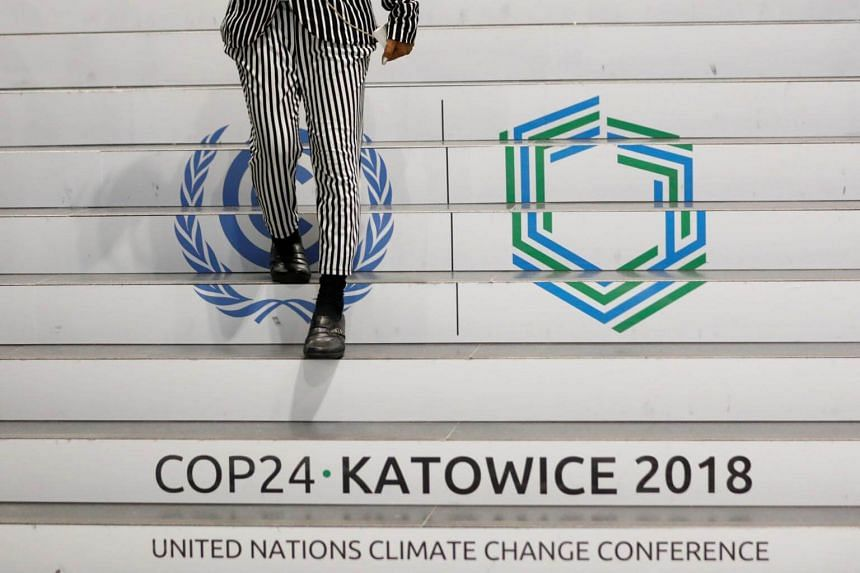 A group of investors overseeing US$32 trillion in assets has signed a letter asking governments to phase out thermal coal, set a price on carbon emissions and end fossil-fuel subsidies.