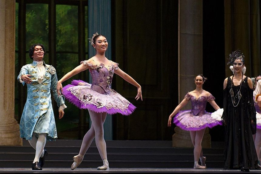 Singapore Dance Theatre principal artist Li Jie (second from left) taking her final bow at the company's production of Sleeping Beauty on Sunday.