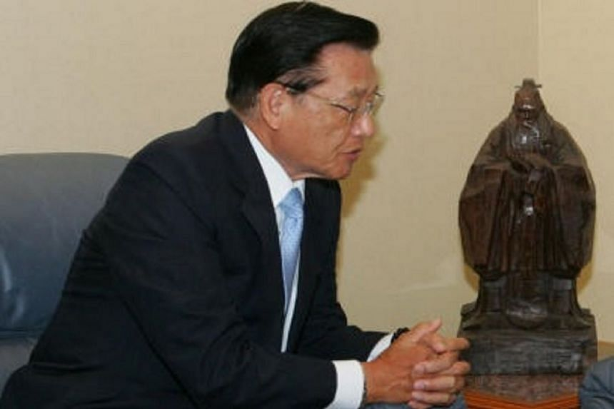 Kuomintang vice-chairman Chiang Pin-kung visited Singapore for a party-to-party exchange with the People's Action Party in 2008.