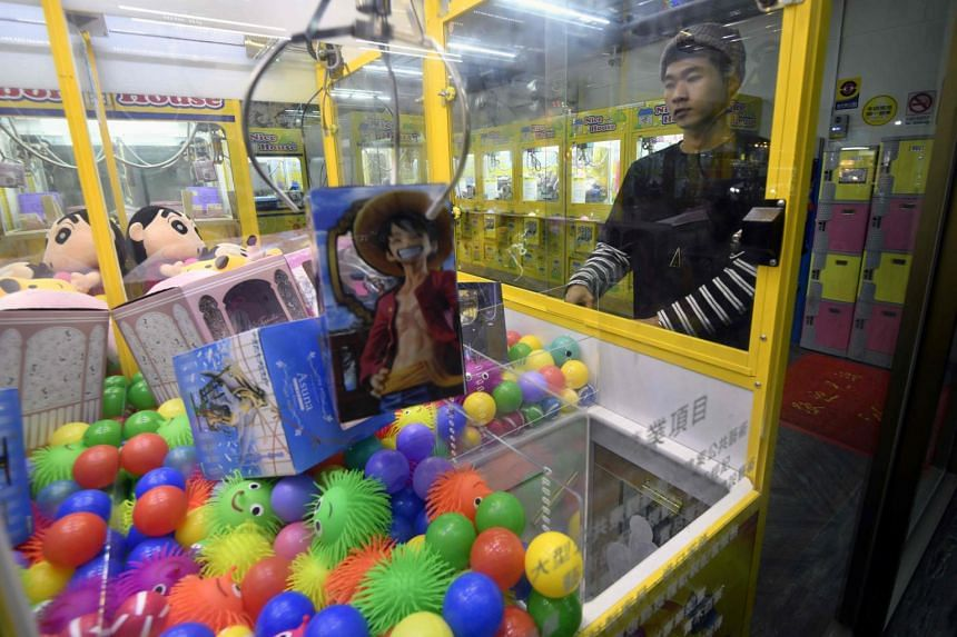There is one claw crane outlet for every two convenience stores in Taiwan, with the number more than doubling last year to become the fourth largest tax income source in the entertainment industry.