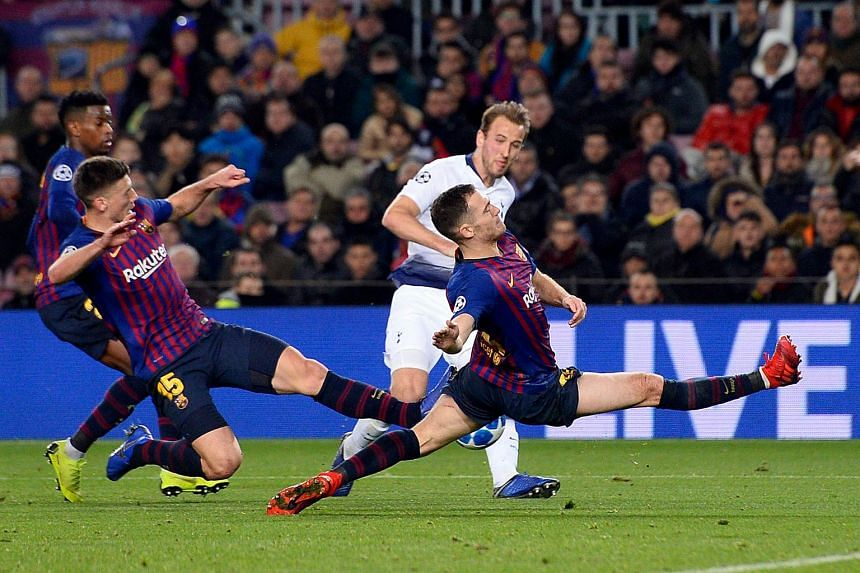 Tottenham Hotspur's English forward Harry Kane (centre) vies with Barcelona's Belgian defender Thomas Vermaelen (right) and Barcelona's French defender Clement Lenglet during the UEFA Champions League group B match at the Camp Nou stadium in Barcelon