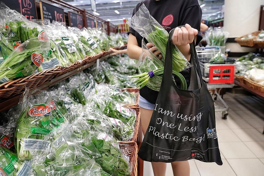 The free reusable bags feature a bar code for tracking purposes, to help compile data on consumer behavioural patterns.