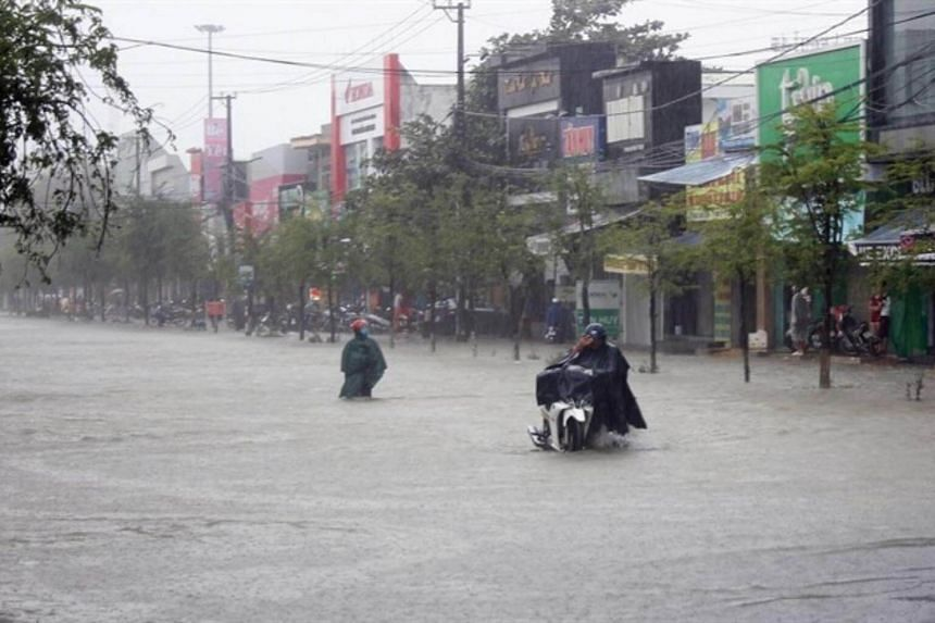 Heavy rains submerge Phan Chu Trinh Road in Tam Ky District, the central province of Quang Nam.