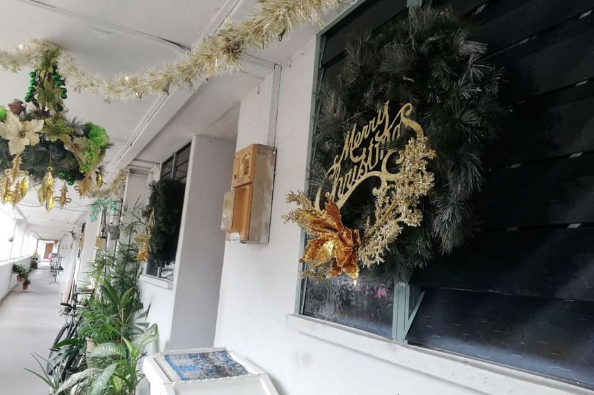 Clementi Resident Asked To Remove Christmas Mannequin From Hdb Ledge