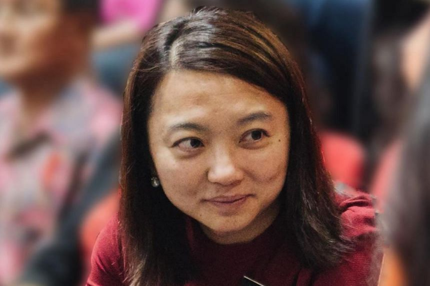 """Commenting on Ms Hannah Yeoh's new profile picture on her official Facebook page, a netizen told her to """"look the part"""" of a minister by wearing lipstick to work."""