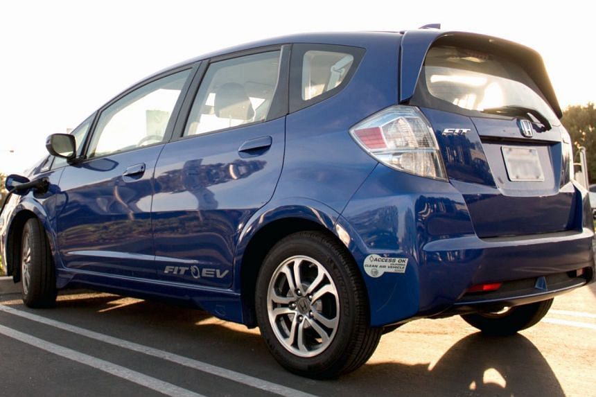Honda and Southern California Edison in the United States have developed a program that helps owners charge electric vehicles, like the Fit, when the greatest amount of renewable energy is available on the grid.