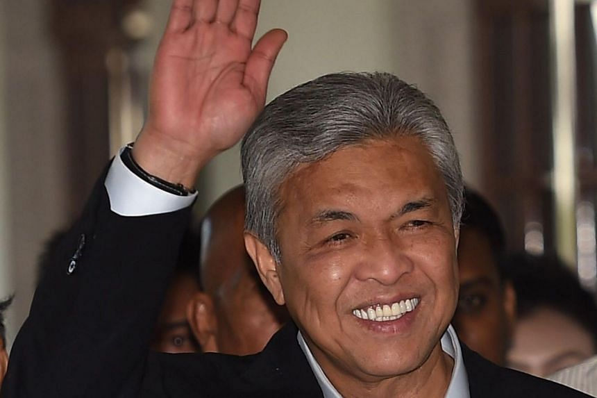 Umno president Ahmad Zahid Hamidi has been pressured to resign following an exodus of members, including MPs, from the party.