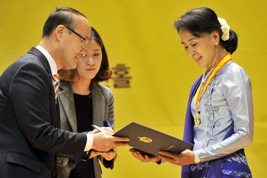 Ms Aung San Suu Kyi receiving the Gwangju Prize for Human Rights on Jan 31, 2013.
