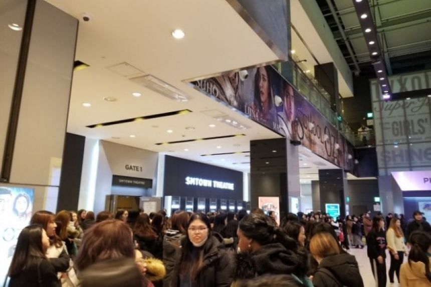 The event kicked off with a memorial worship service and went on to showcase heartfelt clips and letters by fans dedicated to Jonghyun.