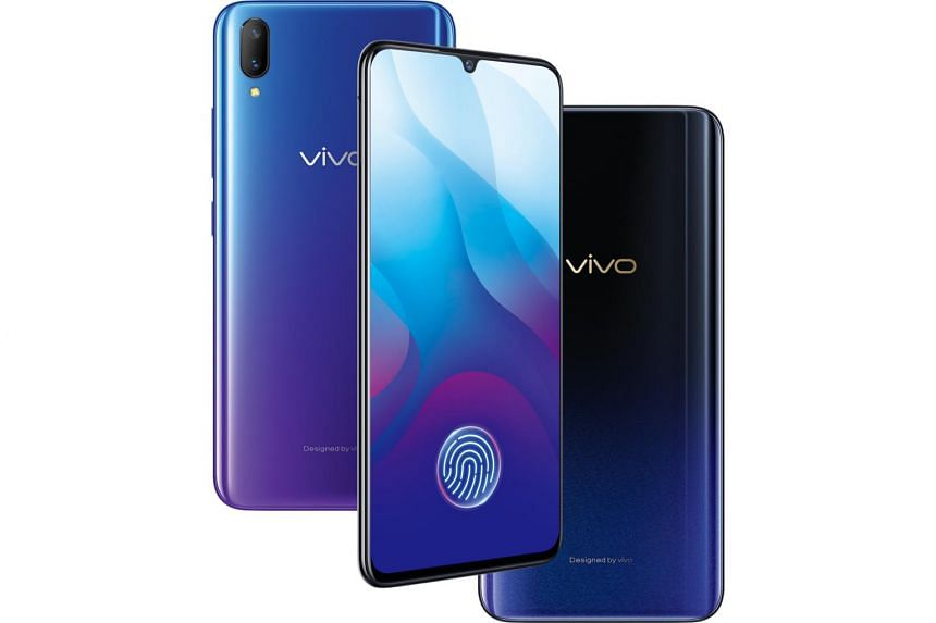 The glowing imprint on the Vivo V11 that indicates where to place the finger makes the smartphone look more premium.