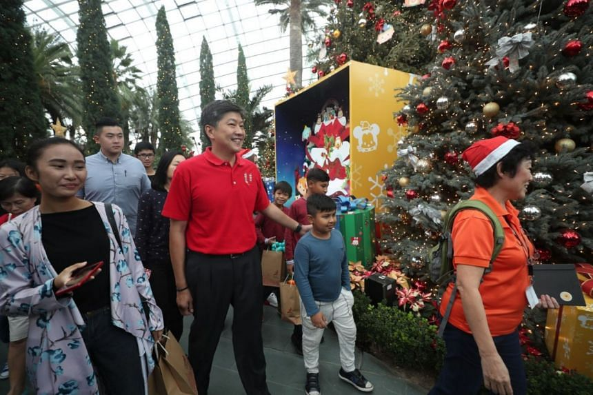 NTUC secretary-general Ng Chee Meng and the NTUC Central Committee members joined 350 less affluent union members and their families at Gardens by the Bay for a family festive celebration.
