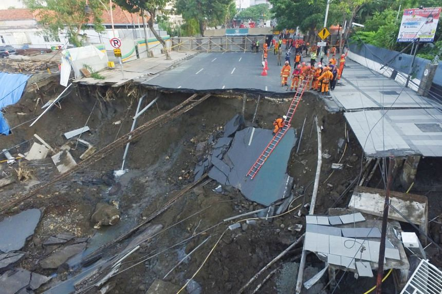 A 30m wide and 15m deep sinkhole appeared in the middle of a busy road in the city of Surabaya in East Java province on Tuesday evening, swallowing part of the four-lane Jalan Raya Gubeng. The Indonesian authorities say there were no reports of injur