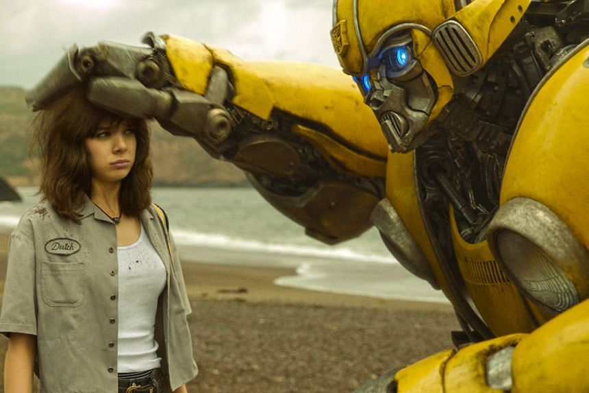 Actress Hailee Steinfeld plays Charlie, who befriends Bumblebee, an Autobot.