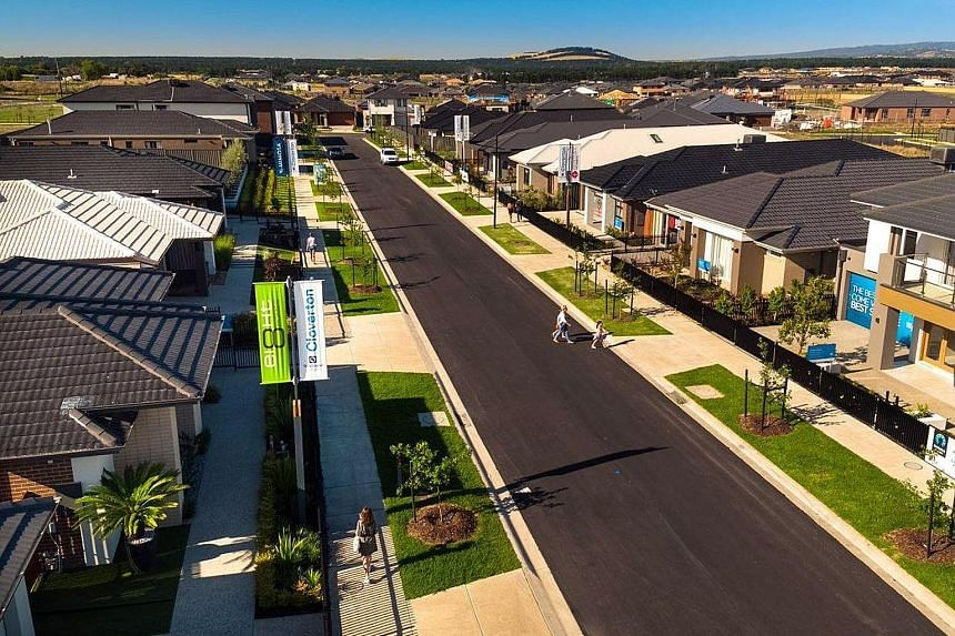 The Grove is located 31km west of Melbourne central business district within the City of Wyndham. Launched by developer Stockland in 2014, the housing estate is expected to be completed by Frasers Property in 2025.