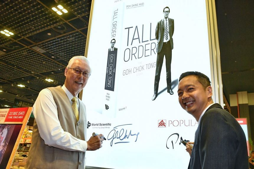 Emeritus Senior Minister Goh Chok Tong and Mr Peh Shing Huei, the author of Mr Goh's biography Tall Order: The Goh Chok Tong Story, at BookFest @ Singapore on Dec 22, 2018.