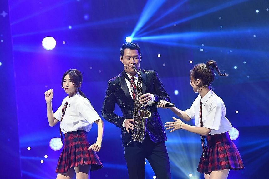 (Left) Chinese actress Qin Lan won Best Female Asian Star and South Korean actor Lee Joon-gi (right) took Best Male Asian Star. (Above, from left) Actress Kate Pang, actor Dennis Nieh and entertainer Lulu Huang hosted the inaugural StarHub Night Of S