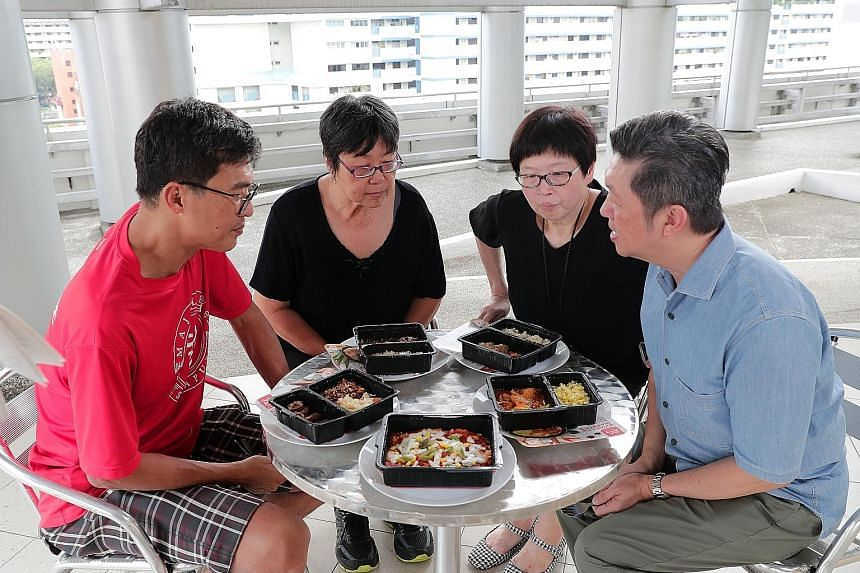 A panel of judges comprising (from far left) Diabetes Singapore volunteers, Mr Vincent Koh and Ms Diana Lim, as well as Straits Times food editor Tan Hsueh Yun and ST food critic Wong Ah Yoke, scored the dishes based on their texture, taste and appea