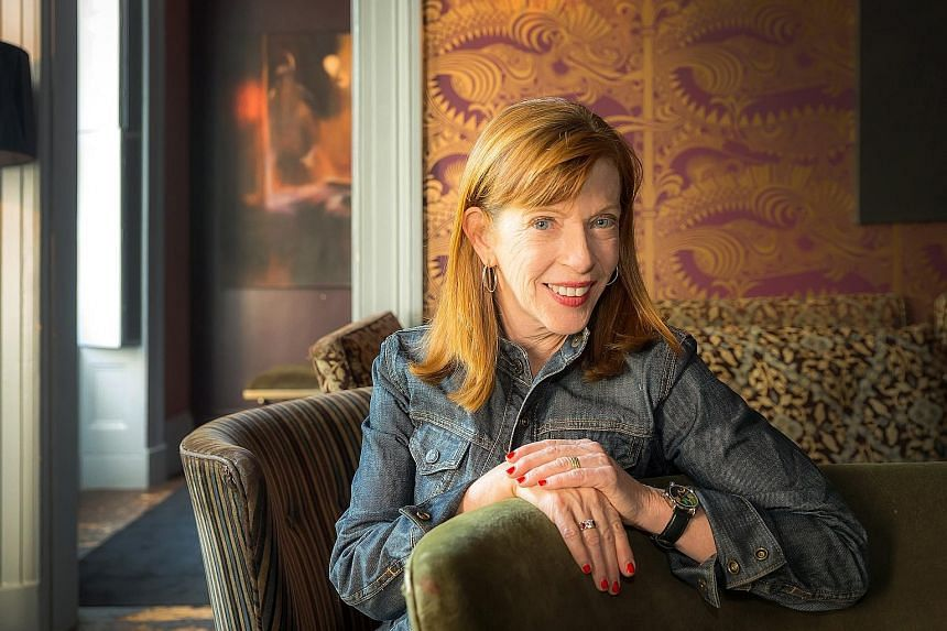 Susan Orlean uses the Los Angeles public library as a mirror to reflect the foibles and prejudices of people.