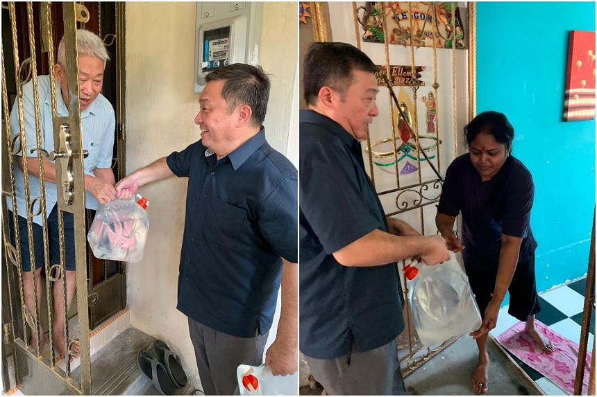 Potong Pasir MP Sitoh Yih Pin delivering water to residents who had their water supply cut off due to the burst pipe.
