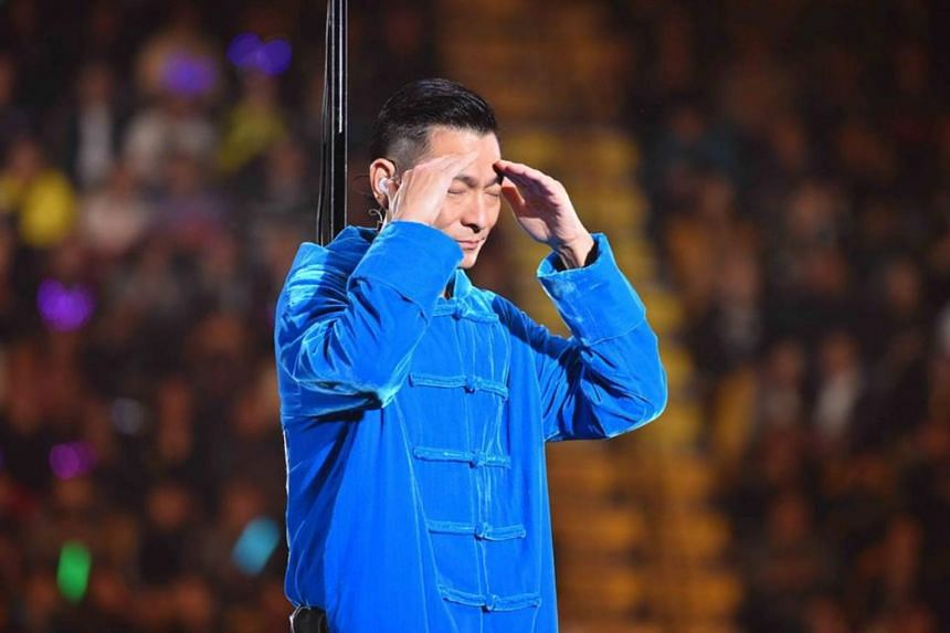 A visibly emotional Andy Lau apologised to thousands of fans at the Hong Kong Coliseum for cutting short the concert due to a throat inflammation.