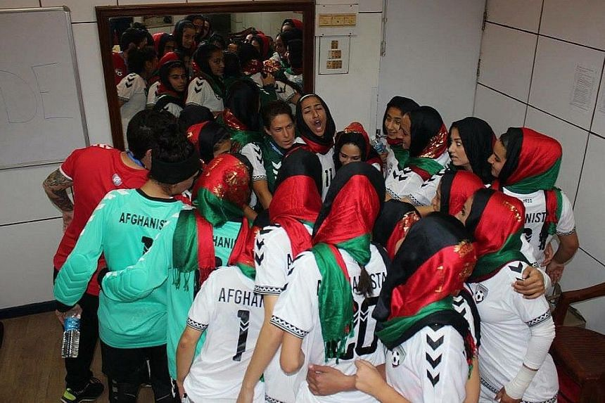 The Afghan women huddling before a game, as tweeted by ex-player Shabnam Ruhin.