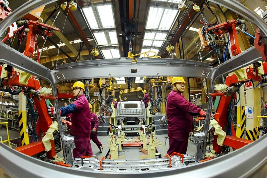 China's manufacturing purchasing managers index fell to 49.4, falling below 50, which is the line between expansion and contraction, for the first time since 2016.