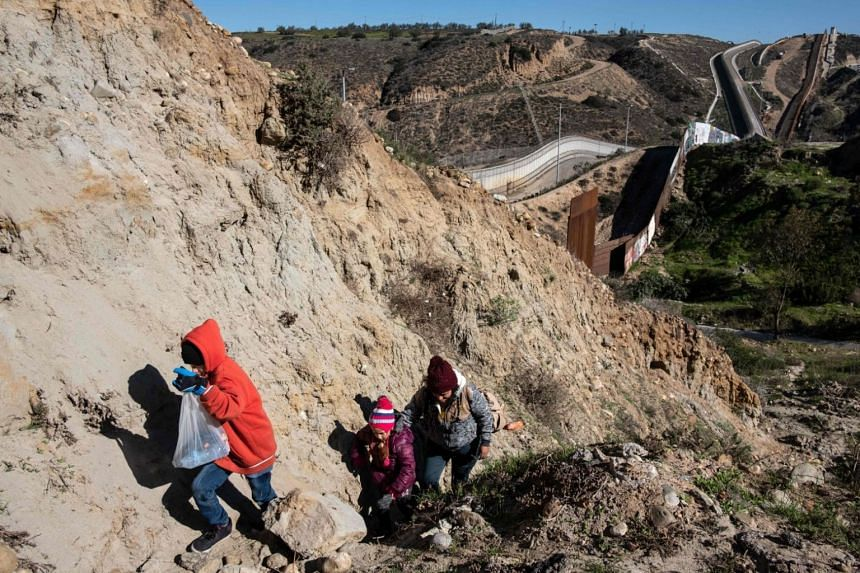 A Central American migrant family looks for a stop to cross the US-Mexico, on Dec 30, 2018.