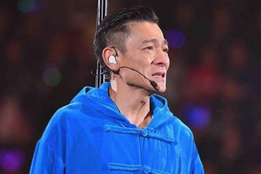 Andy Lau had to stop his concert last Friday because of a flu.