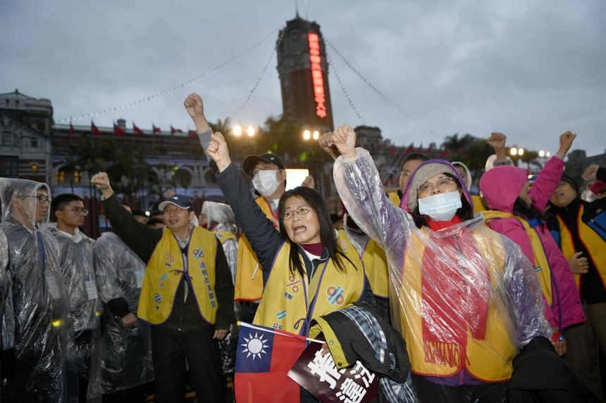 Taiwanese protesters chant slogans in front of the Presidential Palace during the national flag raising ceremony in Taipei on Jan 1, 2019.