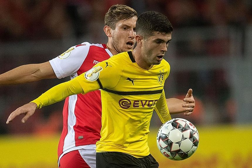 United States forward Christian Pulisic will remain at German club Borussia Dortmund on loan before his move to Chelsea next season.